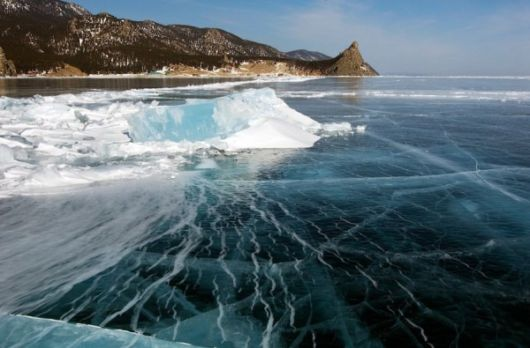 lake_baikal_frozen_09