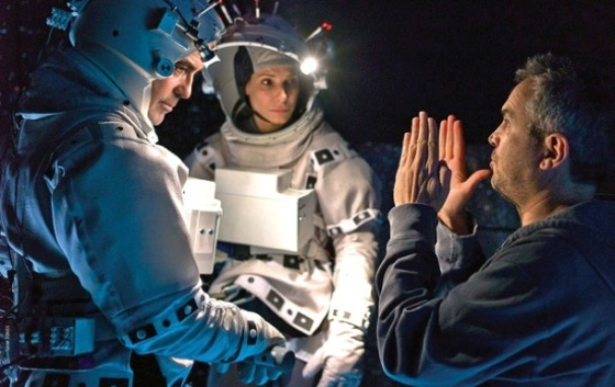 Cuaròn directing Bullock and Clooney in a spacewalk scene (fstoppers.com)
